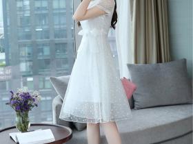 很有层次感的网纱连衣裙,时髦又减龄