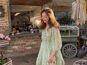 超好穿的碎花连衣裙,美腻又不缺仪式感